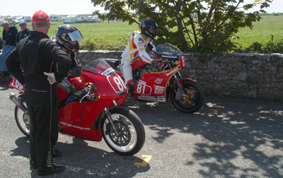 Mike Hose and Guy Martin on the grid at Billown, Isle of Man Mike